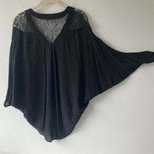 TWELFTH STREET by CYNTHIA VINCENT lace top Small